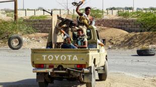 Des soldats des forces progouvernementales yéménites dans la banlieue d'Hodeïda, le 18novembre2018.