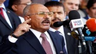 الرئيس اليمني السابق علي عبد الله صالح يلقي خطابا أمام مناصريه في صنعاء خلال إحياء ذكرى تأسيس حزبه 24 آب/أغسطس 2017