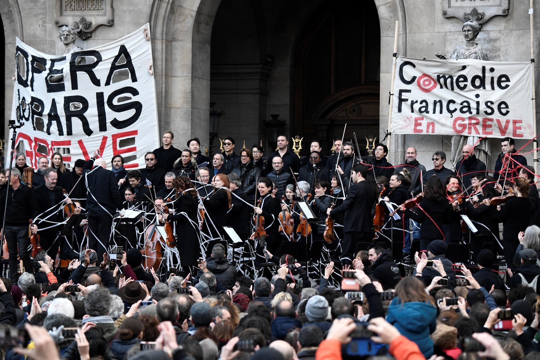 France Opera Paris comedie française strike pension reform musicians