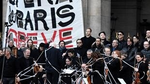 France Opera Paris comedie française strike pension reform musicians
