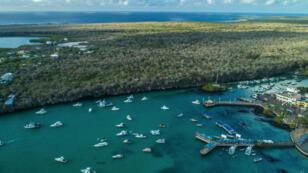 Imagen de archivo. Vista aérea de la bahía de Puerto Ayora en la isla Santa Cruz, Galápagos, Ecuador, el 21 de enero de 2018.