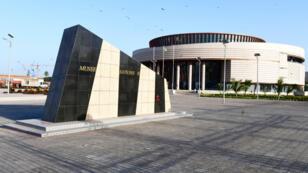 """الرئيس السنغالي ماكي سال الخميس في داكار متحف """"حضارات السود"""" في داكار. 6 كانون الأول/ديسمبر 2018."""