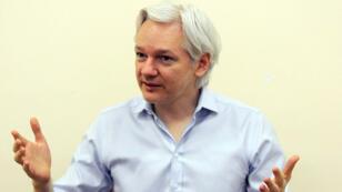 Julien Assange en juin 2013, un an après son arrivée à l'ambassade d'Équateur à Londres.