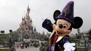 Le parc d'attractions Disneyland Paris a accueilli, en 2014, 700 000 à 800 000 visiteurs de moins qu'en 2013.