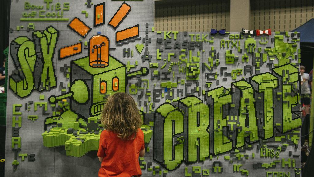 Le SXSW se définit comme le festival de toutes les créativités et se divise en trois grandes parties : la musique, le cinéma et la technologie.