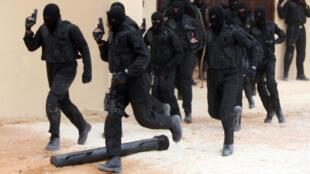Des gardes-frontières saoudiens lors d'un entrainement à Riyad, le 5 avril 2011.