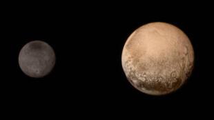 Une des images de Pluton et de sa principale lune, Charon