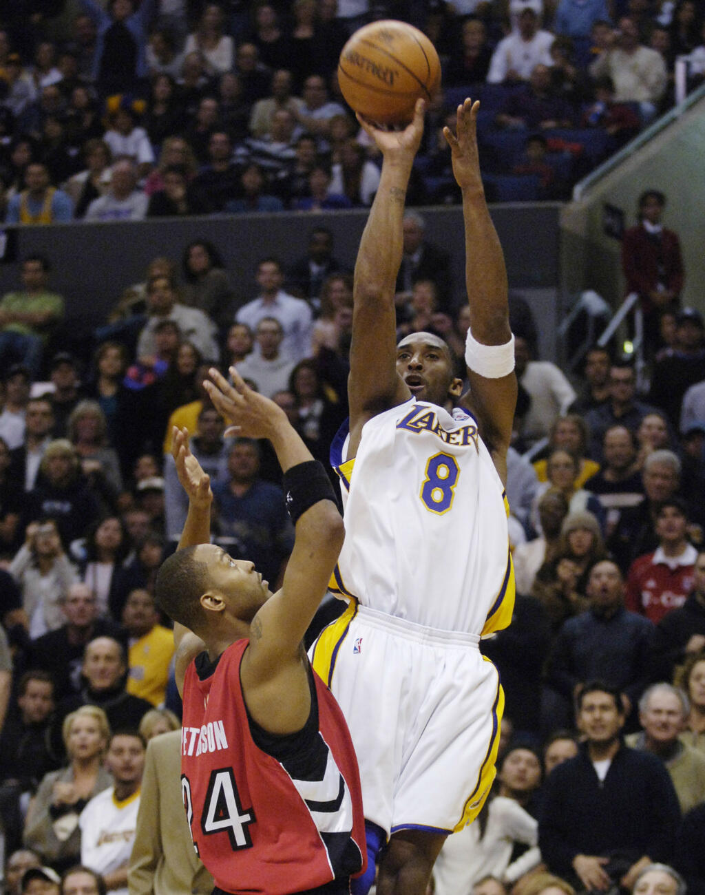 Kobe Bryant, le 22 janvier 2006, lors de la victoire des Lakers contre les Toronto Raptors, au cours duquel il marque 66,4% des points de son équipe.