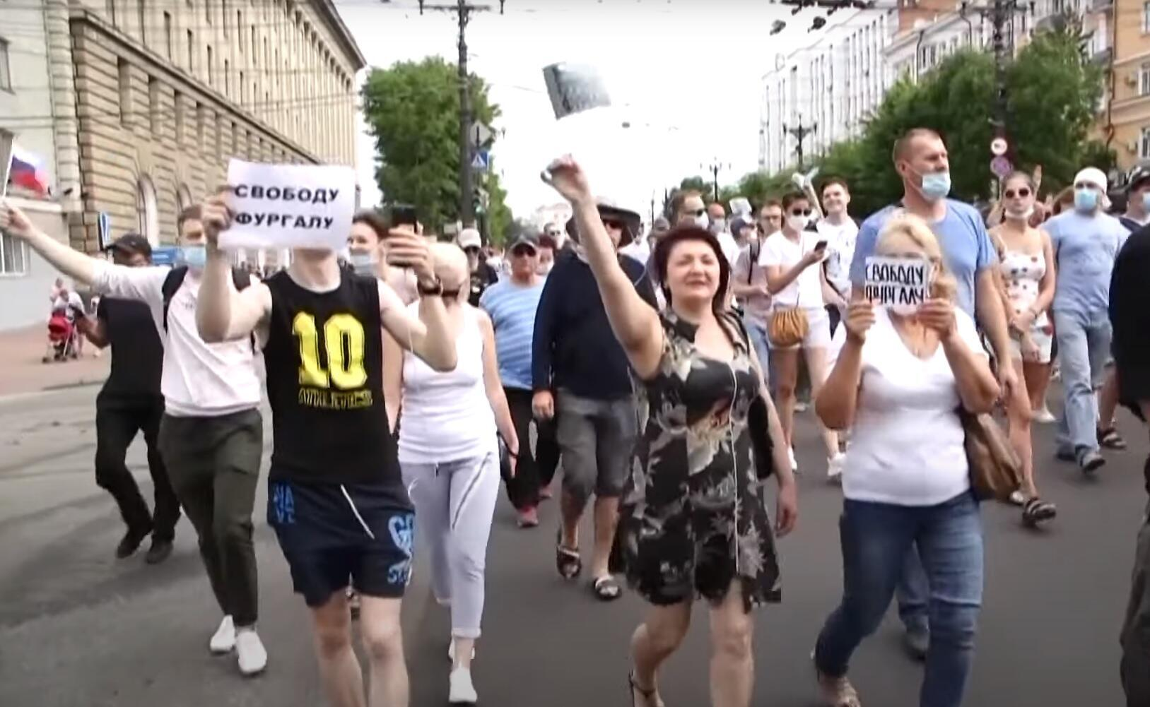 Manifestations anti-Kremlin dans la région russe de Khabarovsk, en Extrême-Orient, après l'arrestation d'un gouverneur populaire.