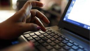 Au Tchad, web-entrepreneurs et activistes se réjouissent du retour des réseaux sociaux après plus d'un an de restriction.