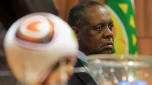 عيسى حياتو رئيس الاتحاد الأفريقي لكرة القدم (كاف)