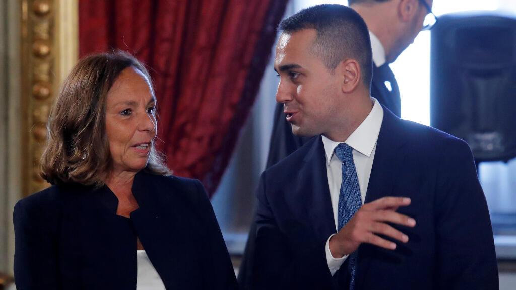 Luciana Lamorgese conversa con el líder del Movimiento Cinco Estrellas y nuevo ministro de Exteriores, Luigi Di Maio, durante su juramentación.