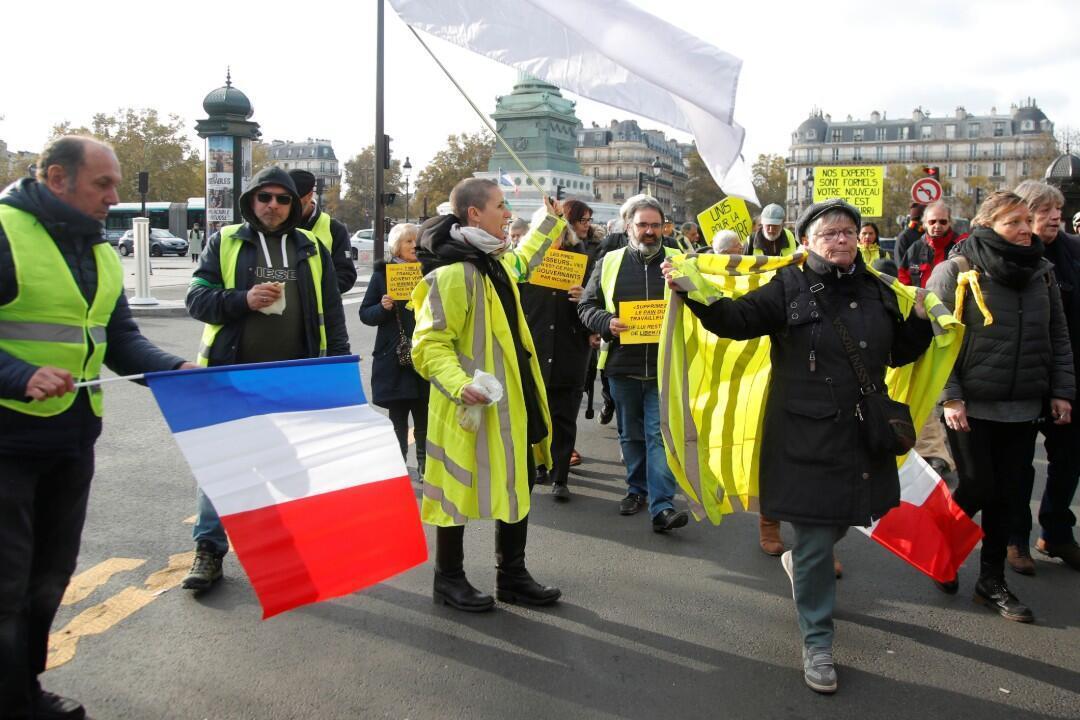 """المتظاهرون يغادرون ساحة الباستيل خلال مظاهرة بمناسبة الذكرى السنوية الأولى لحركة """"السترات الصفراء"""" في باريس، فرنسا، 17 نوفمبر/ تشرين الثاني 2019"""