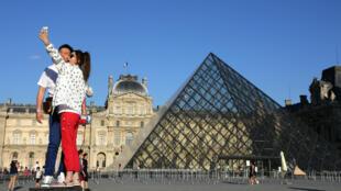 La fréquentation touristique de Paris et de l'Île-de-France est en recul de 4,7 % par rapport à 2015.