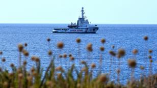 Le navire humanitaire OpenArms ancré à proximité de l'île de Lampedusa, en Italie, le 17août2019.