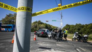 Una cinta policial marca el vecindario donde explotó un paquete bomba en Austin, Texas, el 19 de marzo de 2018.