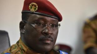 Retenu depuis le 17 septembre, le Premier ministre de la Transition du Burkina Faso, Isaac Zida, a été libéré par les putschistes, mardi 22 septembre 2015.