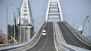 Le pont qui relie la Crimée à la Russie continentale peut accueillir jusqu'à 40000 voitures par jour.