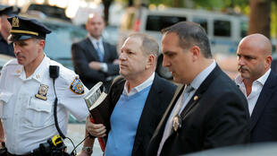 El exproductor cinematográfico Harvey Weinstein en su llegada a la comisaría de Manhattan, en Nueva York, EE. UU., el 25 de mayo de 2018.