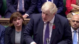 El primer ministro británico, Boris Johnson, habla en la Cámara de los Comunes en Londres, Reino Unido, el 28 de octubre de 2019.
