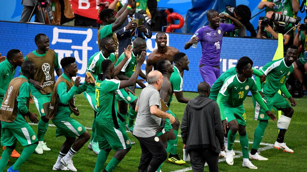 Senegal celebra su victoria frente a Polonia