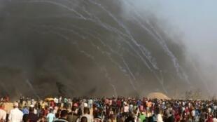الجيش الإسرائيلي يطلق قنابل الغاز المسيل للدموع على مظاهرات في غزة 3 آب/أغسطس 2018
