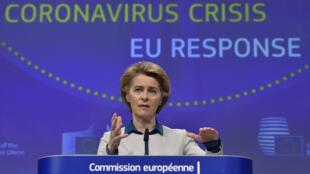 La présidente de la Commission européenne, Ursula von der Leyen, pendant une conférence de presse à Bruxelles le 15 avril 2020