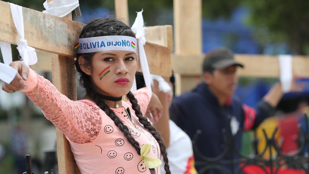 Agrupaciones bolivianas contrarias a la reelección de Evo Morales protestan en la sede del Tribunal Supremo Electoral para exigir al organismo que revierta la habilitación del presidente boliviano, Evo Morales, como candidato a la Presidencia en 2019.