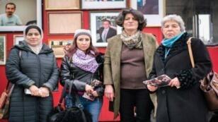 Des membres de l'association Families for Freedom lors de la mobilisation à Paris, place de la République, le 27 janvier 2018.