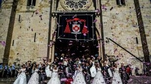 Financed by sponsors and TV rights, broadcast live on television, couples who would not otherwise have the means are gifted a deluxe wedding worth 400,000 euros
