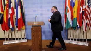 وزير الخارجية الأمريكي مايك بومبيو في 20 أغسطس 2020 ، بعد أن طالب باستئناف عقوبات الأمم المتحدة على إيران