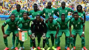 L'équipe de la Côte d'Ivoire avec Didier Drogba et Serge Aurier lors du Mondial-2014 au Brésil.