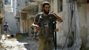 مقاتل في المعارضة السورية