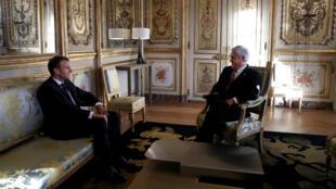 El presidente francés Emmanuel Macron se reunió con su homólogo chileno Sebastián Piñera en el Palacio del Elíseo en París el 8 de octubre de 2018.