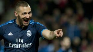 L'attaquant du Real Madrid, Karim Benzema, célèbre un but lors d'un match contre Grenade, le 7 février 2016.