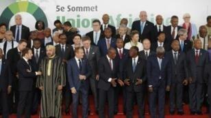 مسؤولون أوروبيون وأفارقة خلال القمة الأوروبية الأفريقية في أبيدجان في 29 تشرين الثاني/نوفمبر 2017