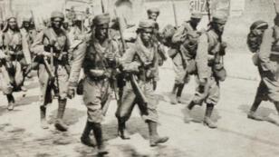 Des tirailleurs marocains dans les rues d'Amiens en 1914