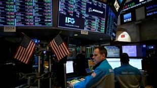 La Bourse de New York a terminé en ordre dispersé lundi, faisant une pause à l'approche du début de la saison des résultats d'entreprises.