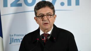 """Jean-Luc Mélenchon a annoncé vendredi 28 avril qu'il irait bien voter au second tour et """"en aucun cas"""" pour l'extrême-droite."""