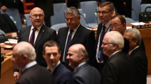 Les ministres des Finances des 15 membres du Conseil de sécurité ont adopté une résolution contre l'EI, le 17 décembre 2015 à New York.