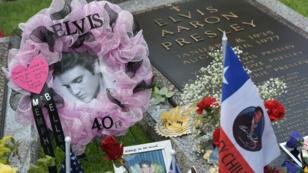 Chaque année, le 16 août, des centaines de fans d'Elvis Presley se rassemblent à Graceland pour l'anniversaire de sa mort.