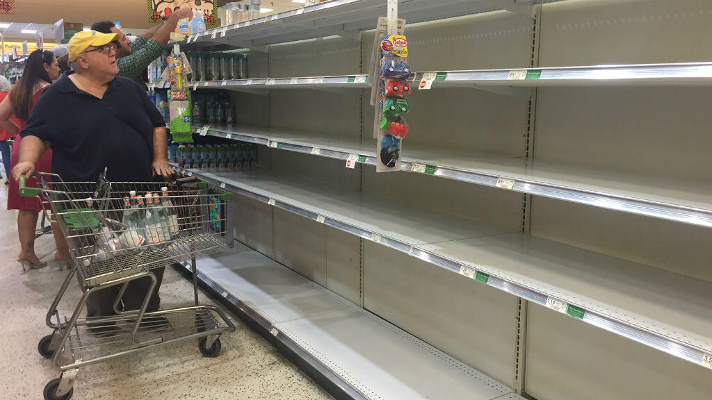 En Floride, les denrées venaient à manquer mercredi sur les étalages de certains supermarchés, ici à Daytona Beach.
