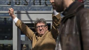 Le leader de La France insoumise, Jean-Luc Mélenchon, devant le tribunal de Bobigny, en Seine-Saint-Denis au nord de Paris, le 19septembre2019.