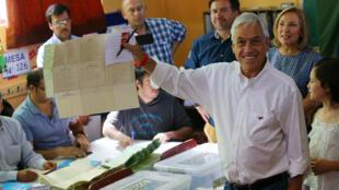 Sebastián Piñera ganó la primera vuelta de las elecciones presidenciales del 19 de noviembre con el 36,64% de los votos y se perfila como el gran favorito a suceder a Michelle Bachelet.