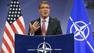 Ashton Carter, secrétaire américain à la Défense, lors d'une conférence de presse à Londres, vendredi 9 octobre.