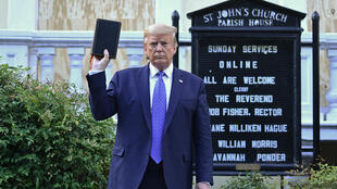 Donald Trump, le 1er juin 2020, devant l'église St John à Washington.