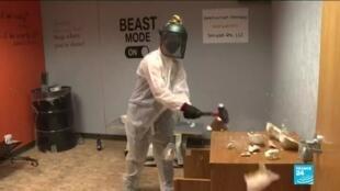 """2021-03-04 11:12 En Californie, les """"rage rooms"""" soulagent le stress de la pandémie"""