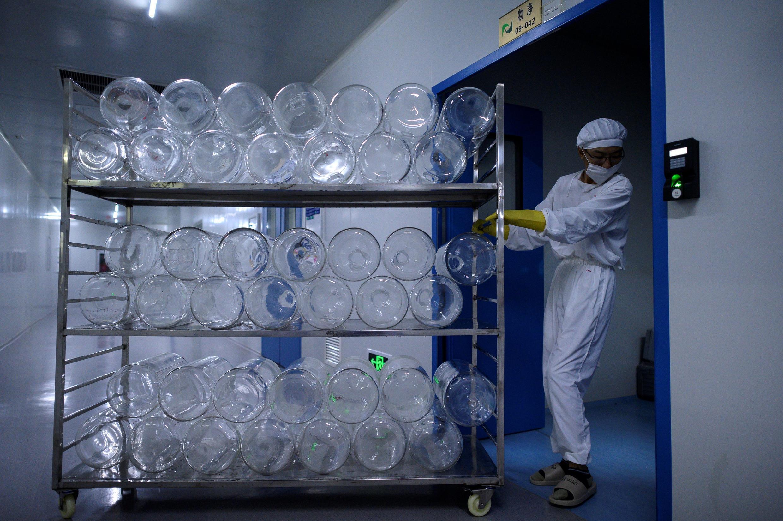 Yisheng Biopharma ha convertido uno de sus nueve talleres en una línea de producción de vacunas contra el Covid-19