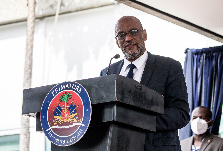 El primer ministro de Haití, Ariel Henry, habla durante una ceremonia celebrada en Puerto Príncipe, el 20 de julio de 2021