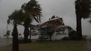 L'ouragan Harvey fait craindre d'énormes dégâts dans la ville de Corpus Christi.